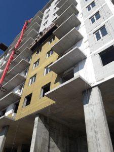 Начаты фасадные работы на первой секции